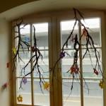 Dekoration , Amberbaum mit Tonpapierblumen