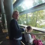 4 Frau Enge hilf beim Haare trocknen und stylen