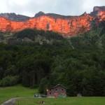 Alpenglühen über unserer Hütte